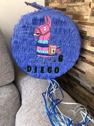"""piñata fortnite redonda """"tambor"""" y tarta"""