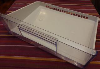 Cajón superior congelador Zanussi ZRB939NW