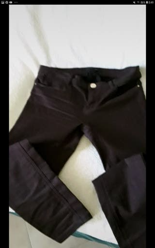 pantalon marrón Stradivarius