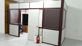 Oficina, mamparas, con doble cristal y cortinillas