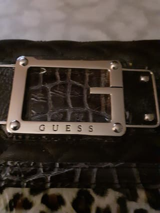 Preciosa cartera de Guess perfecto regalo