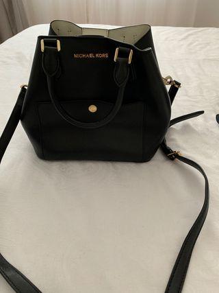 Michael Kors bucket bag negro (bolso cruzado/asas)