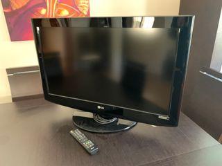 """TV LG 32"""" LCD HDTV"""