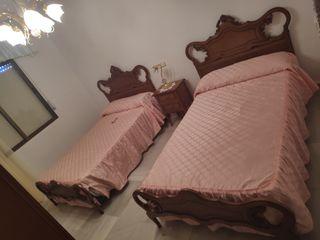 habitación dos camas , mesita y armario