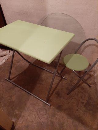 Mesa de escritorio y silla plegables