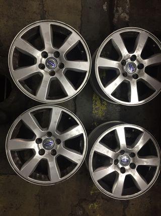 """4 Llantas Volvo de 16"""" originales"""
