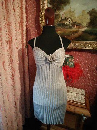 Vestido talla S color plata tablas plisado flor ro