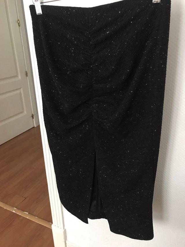 Falda negra con abertura Zara