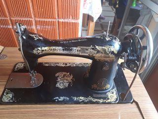 Maquina coser Singer. Para recoger en vallecas.