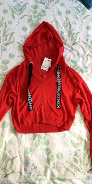 Camiseta roja estilo sudadera de mujer