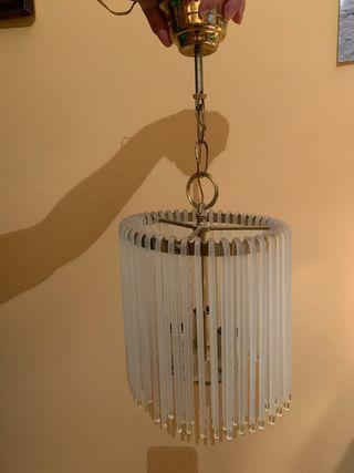 Lámpara de colgar y aplique de pared.