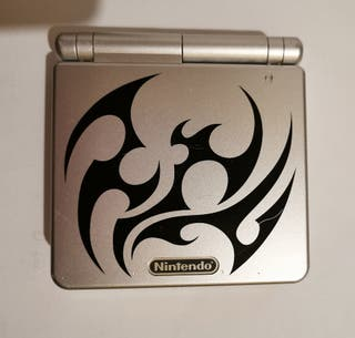 Game boy advance edición tribal. Nintendo.
