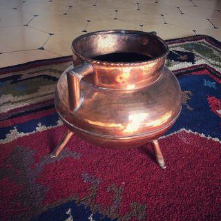 Puchero de cobre antiguo