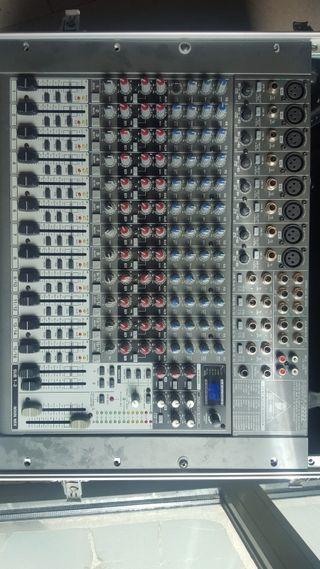 Mesa de mezclas Behringer