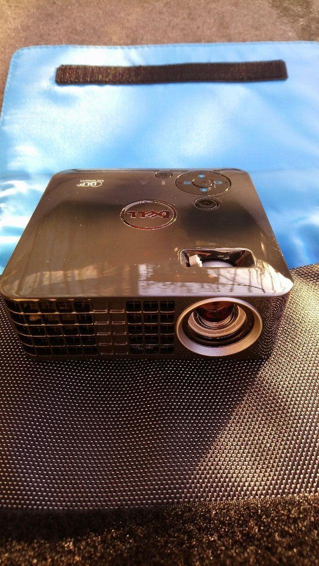 Dell mobile projector M115HD