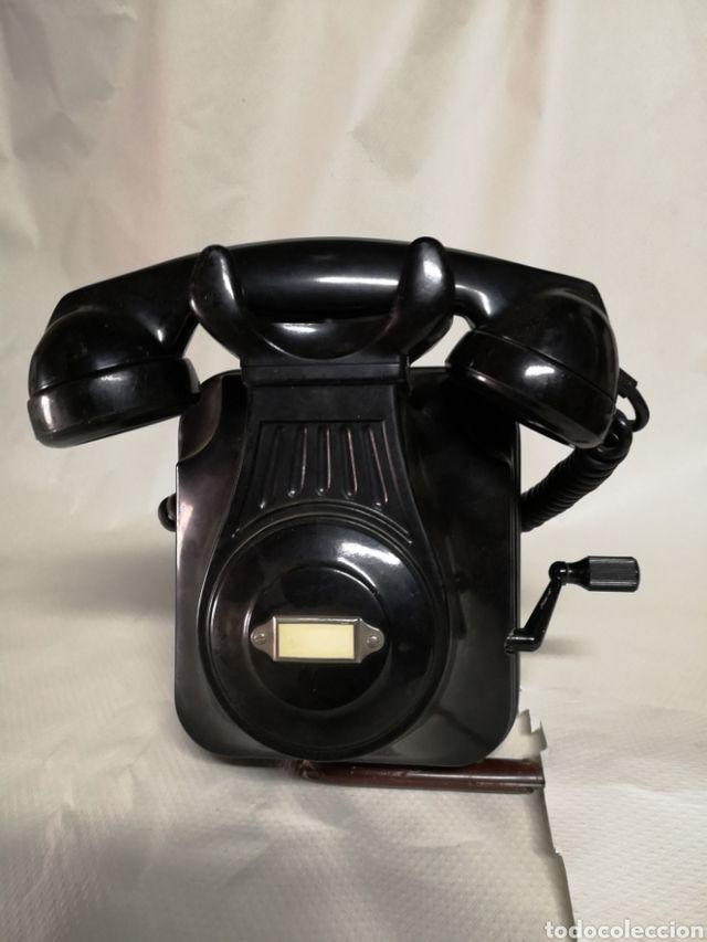 Teléfono antiguo de baquelita