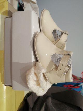 Zapatos y calcetines bebe