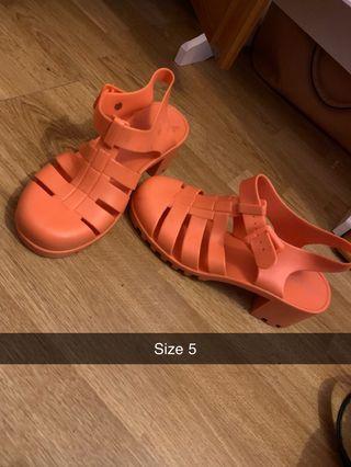 Size 5 shoes woman's