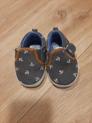 Zapatos 6-9 meses.