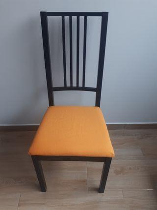 Mesa de salon con 6 sillas.