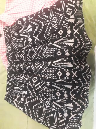 Falda estampada + Camisa cuadros