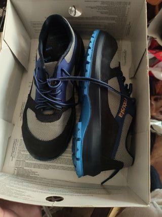 Zapatillas azules XTti 38 de segunda mano por 10 € en Madrid