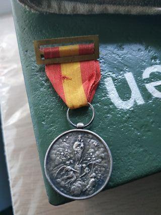 medalla virgen del pilar division azul aguinaldo