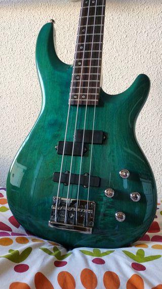 Bajo eléctrico activo Cort Viva Bass + funda