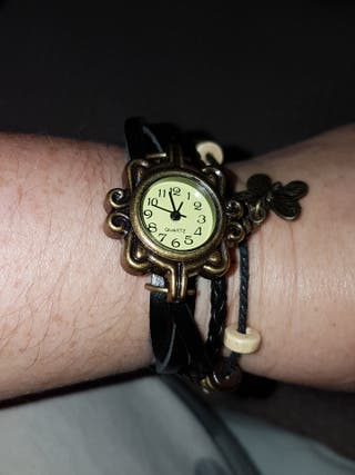 reloj vintage tipo pulsera decorado