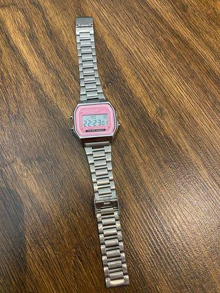 Reloj estilo CASIO
