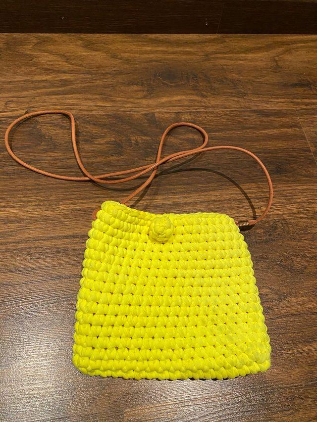 Bolso pequeño amarillo