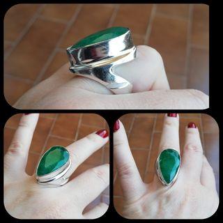 Precioso anillo Esmeralda bruta