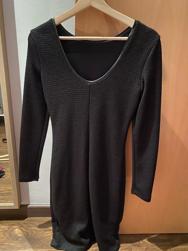 Vestido negro corto y manga larga