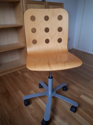 Silla Ikea de madera en buen estado.