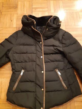 Plumas Zara con capucha extraíble talla L, como M.