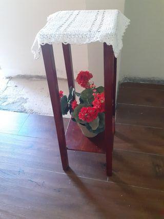 pie de madera antiguo