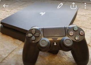 PlayStation 4 Slim 1TB + 2 mandos + juegos