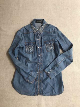 Camisa vaquera con perlitas