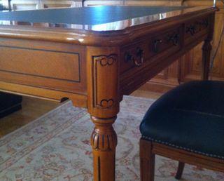 Mesa escritorio despacho clásica y silla