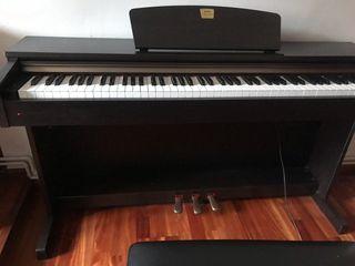 Piano electrónico Yamaha. CLP-320