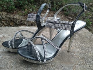 Zapatos con tacones de aguja