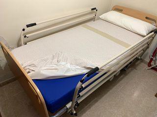 Cama articulada con colchón antiescaras