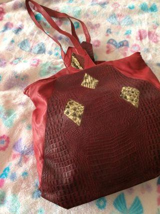 Vendo bolso de piel rojo