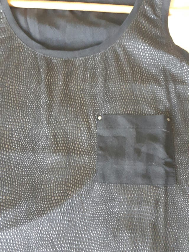 camiseta negra T-M
