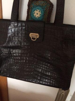 Vendo bolso en piel de coco negro