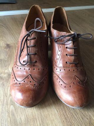Zapatos tacón tipo Oxford, t.40