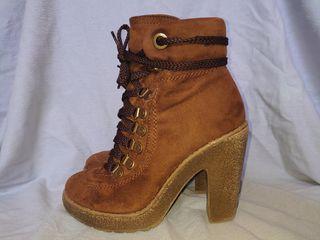 Botines de tacón, piel marrón. (T. 36). XC XACARET