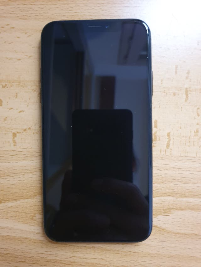 Iphone X 64 GB Gris + Carcasa stand (regalo)