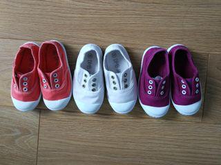 Tres pares de Zapatillas de lona talla 24 niñ@