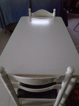 Mesa de cocina con dos sillas